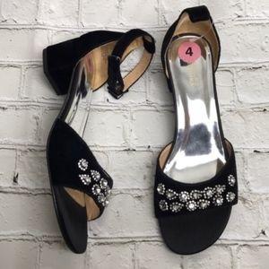 NWT Badgley Mischka Black Velvet embellished heel
